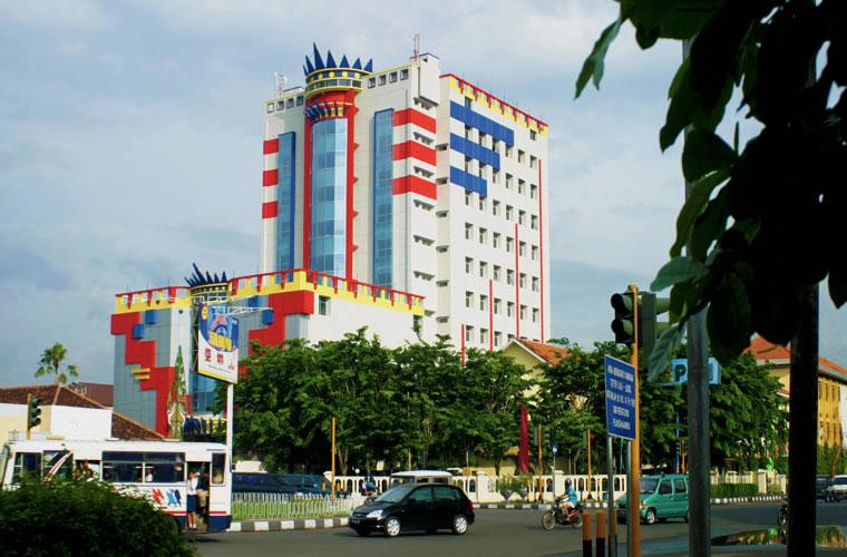 4 Universitas AKI Semarang